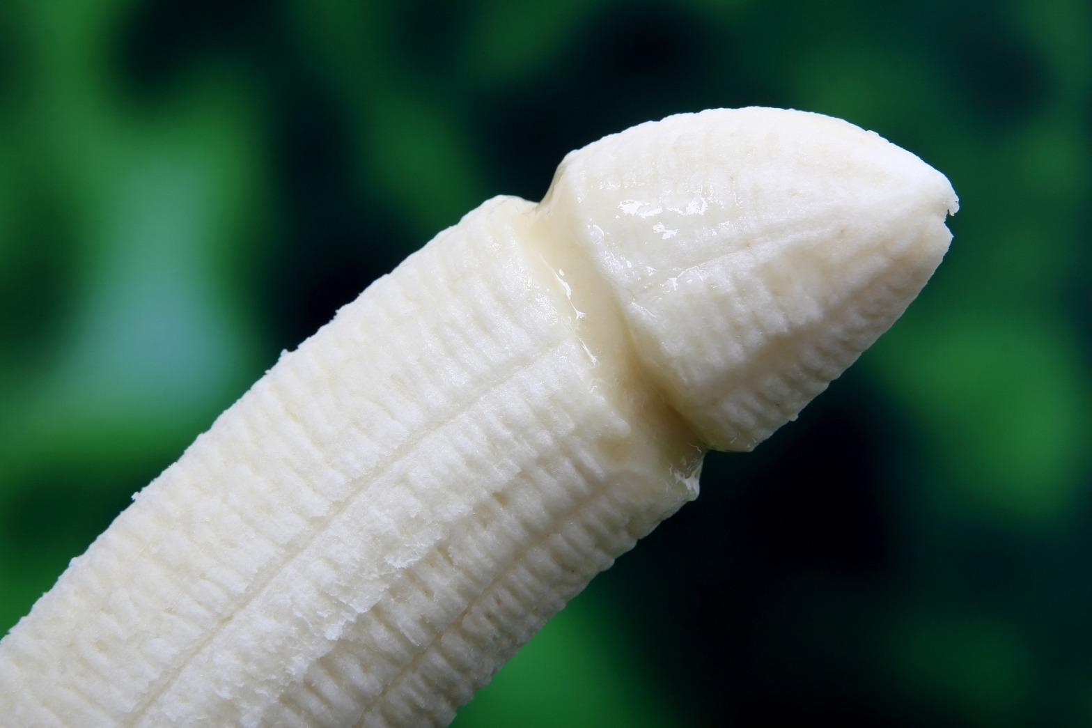 fotopollas, fotopenes plátano con forma de pene, plátano sexual, sex penis dick, machismo, redes sociales, social media, arassement, acoso